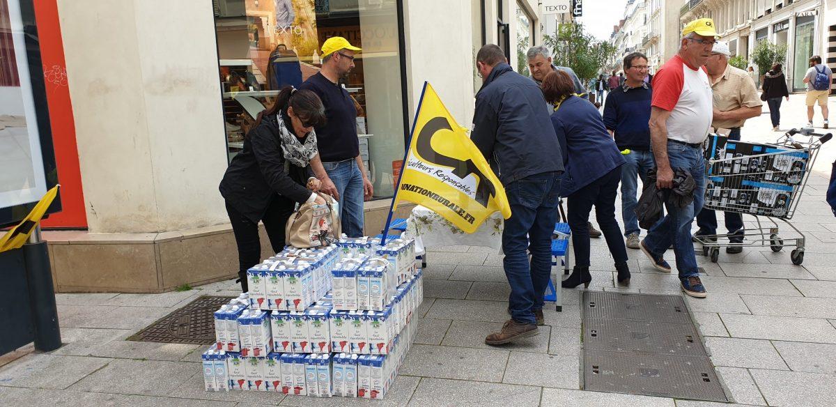Distribution de lait à Angers